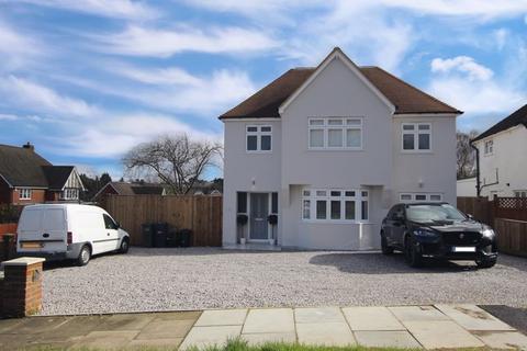 5 bedroom detached house for sale - Walkfield Drive, Epsom