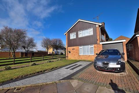 3 bedroom detached house for sale - PERFECT FAMILY HOME! COMPLETELY refurbished & READY to move into!