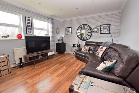2 bedroom flat for sale - CENTRAL DUNSTABLE! Two DOUBLE bedrooms, allocated PARKING, BALCONY!