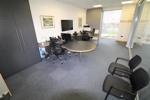 1 bedroom penthouse to rent - Office Space - Boscombe Road, Dunstable