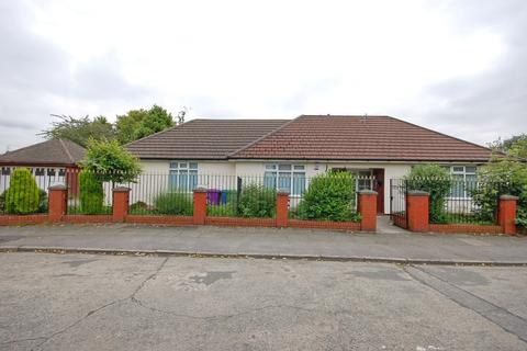 3 bedroom detached bungalow for sale - Gressingham Road, Liverpool, L18