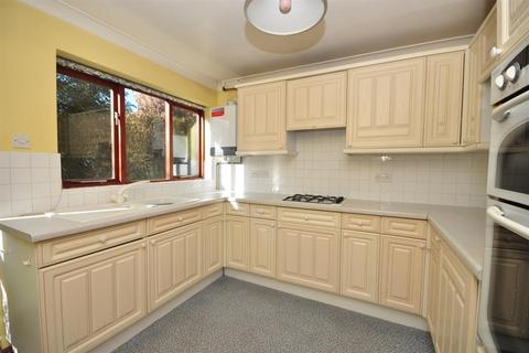 3 bedroom detached house for sale - Nevill Gardens, Walmer, Deal, Kent