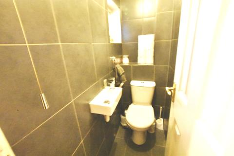 3 bedroom house for sale - Gabriel Close, Hanworth, Feltham, Middlesex, TW13