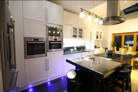4 bedroom semi-detached house for sale - Restons Crescent, New Eltham, London , SE9 2JH