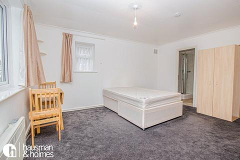 Studio to rent - Oakfield Court, Finchley Central
