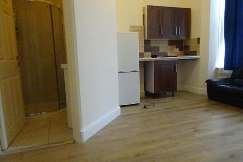Studio to rent - Woodside Road , SE25