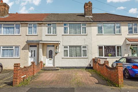 3 bedroom terraced house for sale - Benhurst Avenue, Hornchurch, RM12