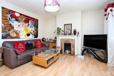 3 bedroom flat to rent - Hart Grove