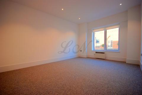 2 bedroom flat to rent - Market Place, Wokingham, RG40