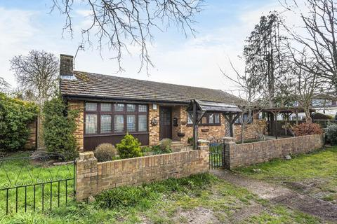 3 bedroom detached bungalow for sale - Fairfield Approach, Wraysbury, TW19