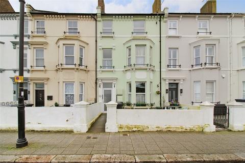2 bedroom flat for sale - Central Parade, Herne Bay, Kent