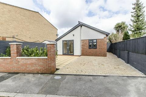 2 bedroom detached bungalow for sale - Mansbridge Road, EASTLEIGH, Hampshire