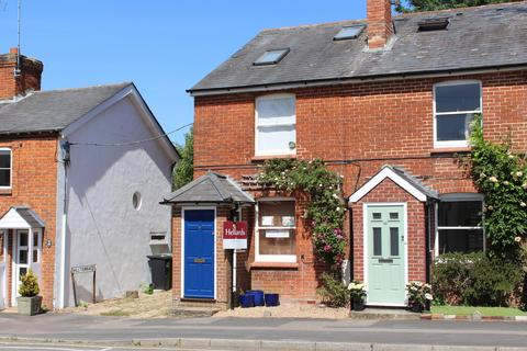 3 bedroom end of terrace house for sale - The Dean, Alresford