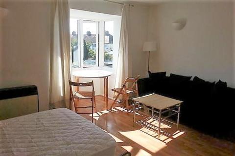 Studio to rent - Adams Way, Croydon