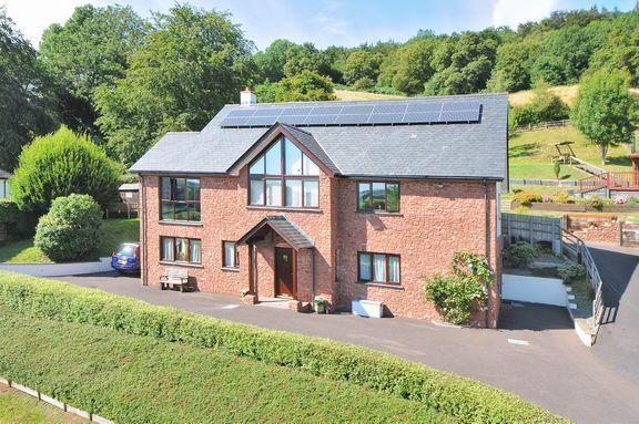 4 Bedrooms Detached House for sale in Minehead