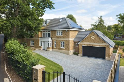 5 bedroom detached house for sale - Pelhams Walk, Esher, Surrey, KT10