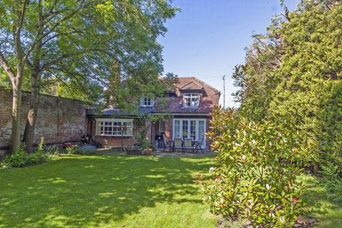 3 bedroom cottage for sale - Chobham, Surrey
