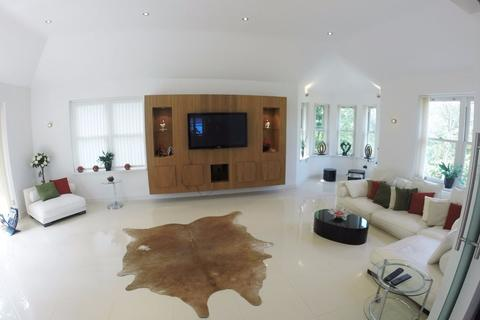 5 bedroom detached house for sale - Mount View Road, Surrey KT10