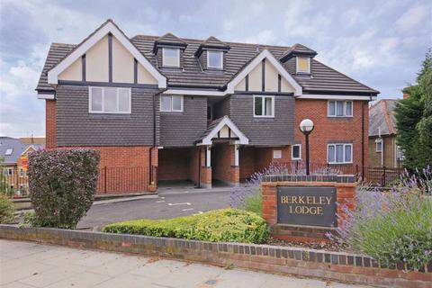 2 bedroom flat to rent - Berkeley Lodge, Enfield, Middx