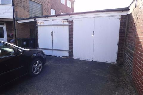Garage to rent - Links Court, Whitley Bay