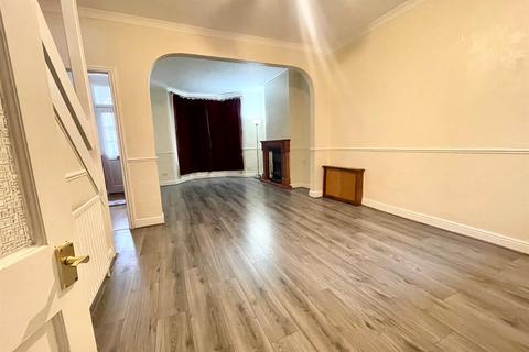 3 bedroom house to rent - Haselbury Road, Edmonton, N18