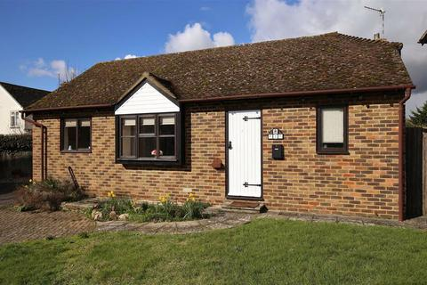 2 bedroom detached bungalow for sale - Hadlow, Kent