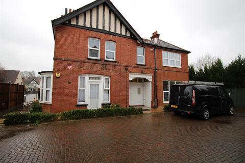 2 bedroom flat to rent - Harwoods Road, Watford