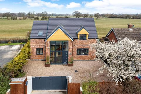 3 bedroom detached house for sale - York Road, Kirk Hammerton, York, YO26 8DH
