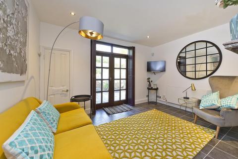 2 bedroom flat to rent - St Helen's Gardens, London, W10
