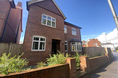 5 bedroom detached house to rent - Springfield Road, Kings Heath, Birmingham, B14 7DX