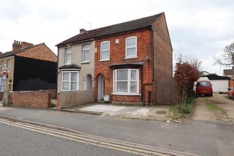 3 bedroom semi-detached house for sale - Spring Road, Bedford, Bedfordshire, MK42