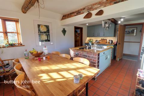 4 bedroom barn conversion for sale - Oaklea Court, Bignall End