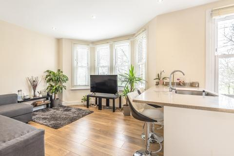 3 bedroom flat to rent - Horn Lane London W3