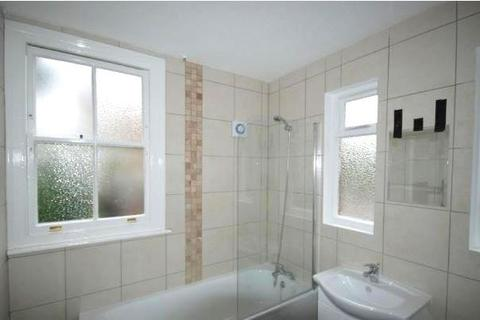 Studio to rent - Green Lane, Palmers Green, N13