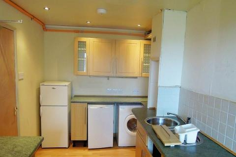 5 bedroom flat to rent - Viewcraig Gardens, Newington, Edinburgh, EH8