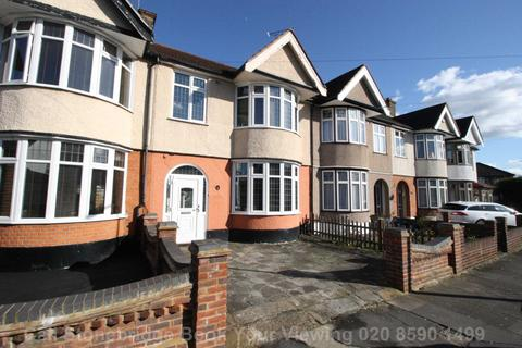 3 bedroom terraced house to rent - Meadway, Ilford, IG3