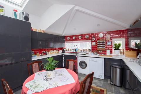 4 bedroom detached bungalow for sale - Mill Road, Deal, CT14