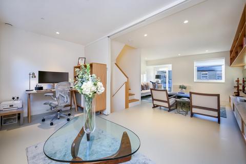 3 bedroom terraced house for sale - Albert Mews, Limehouse, London, E14