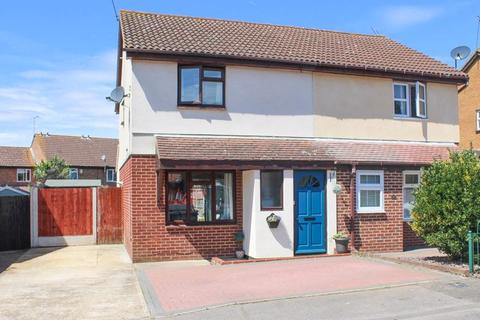 3 bedroom semi-detached house for sale - Pebmarsh Drive, Wickford