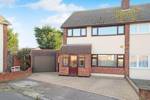 3 bedroom semi-detached house for sale - Longfield Close, Wickford, SS11 8PX