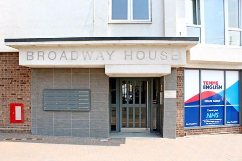 2 bedroom apartment for sale - Station Avenue, Wickford, SS11 7GU