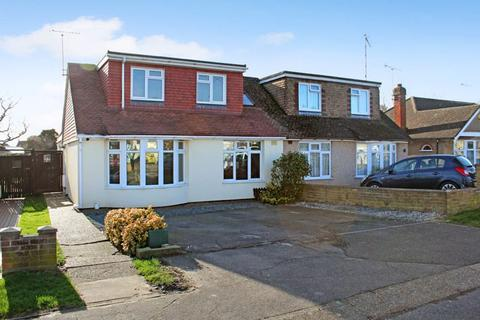 3 bedroom semi-detached house for sale - Laburnum Avenue, Wickford