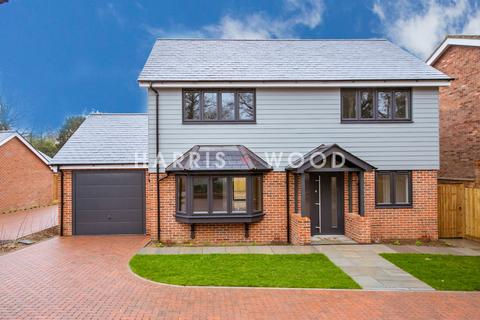 4 bedroom detached house for sale - Parsons Heath, Finch Way, Colchester , CO4