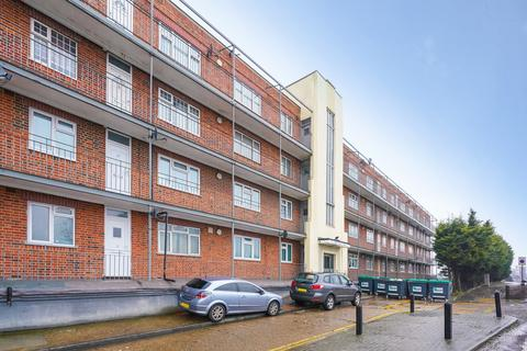 2 bedroom flat for sale - Wendover Court, Acton, W3