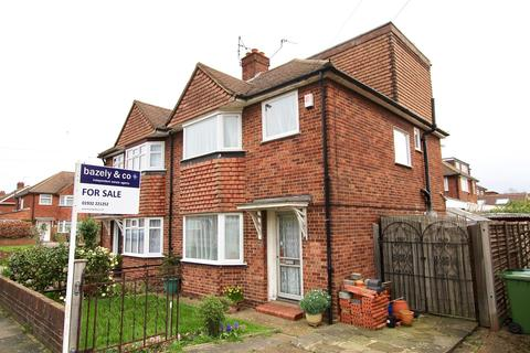 4 bedroom semi-detached house for sale - Wolsey Road, Sunbury-on-Thames, TW16