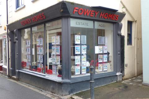Retail property (high street) to rent - Fore Street, Fowey