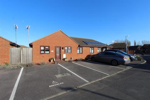 2 bedroom semi-detached bungalow for sale - The Broadway, Minster On Sea, Sheerness
