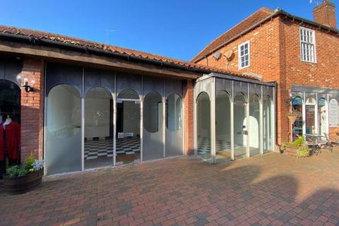 Retail property (high street) to rent - 6-8 Gobbitts Yard, Woodbridge, Suffolk, IP12
