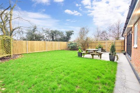 5 bedroom detached house for sale - Millfield Close, Horley, Surrey