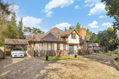 5 bedroom detached house for sale - Woodlands Close, Bickley